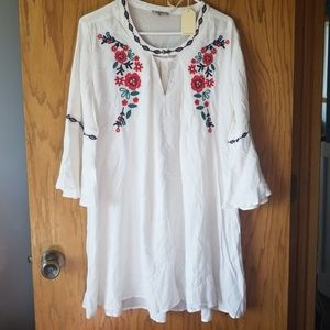 Gorgeous white dress with floral embroidery detail